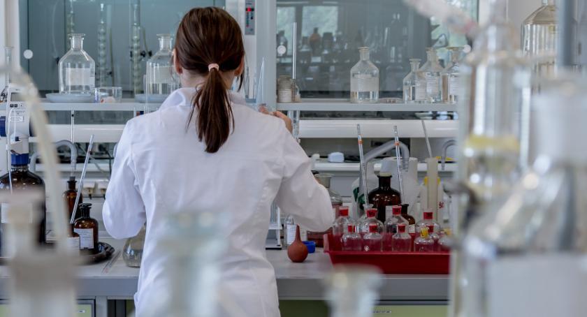 Zdrowie, Torunianki stworzyły kosmetyki pacjentów cierpiących nowotwory - zdjęcie, fotografia
