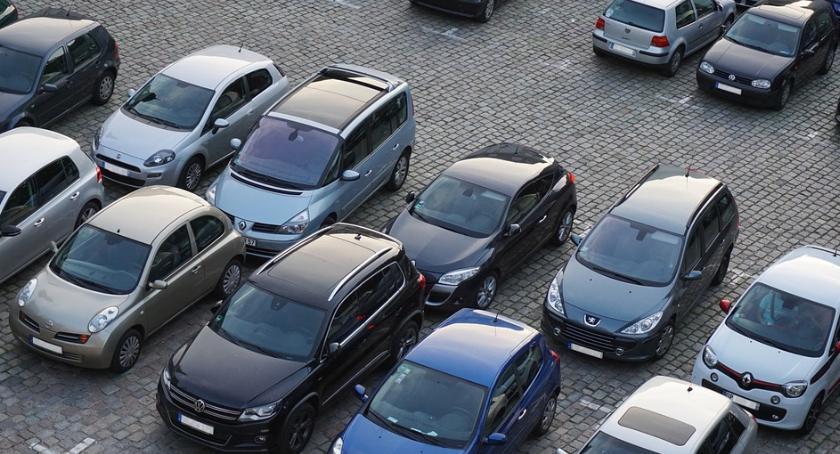 Inwestycje, Toruniu rozpoczęła budowa parkingu ponad milion złotych - zdjęcie, fotografia