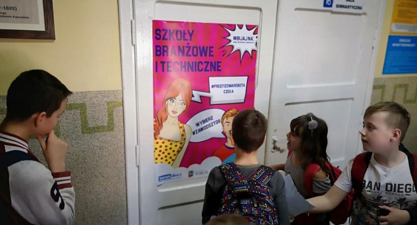 Szkoły i licea, Kampania #zawódsztos ruszyła podtoruńskich gminach [FOTO] - zdjęcie, fotografia