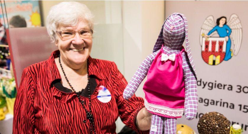 Charytatywne akcje, Niepełnosprawni przygotowali świąteczne prezenty dekoracje [FOTO] - zdjęcie, fotografia