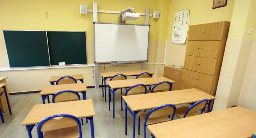 Szkoły i licea, Kolejna placówka przystąpiła strajku nauczycieli Toruniu - zdjęcie, fotografia
