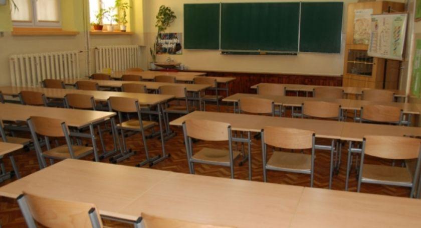 Szkoły i licea, szkole rozpoczął egzamin gimnazjalny - zdjęcie, fotografia