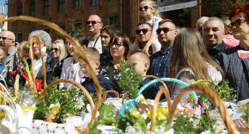 Religia, Święconka Rynku Staromiejskim Toruniu [FOTO] - zdjęcie, fotografia