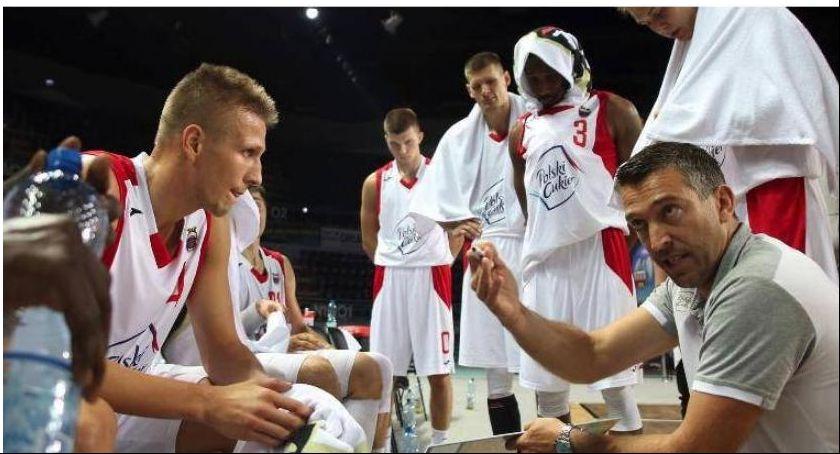 Koszykówka, Katastrofa czwartej kwarcie Twarde Pierniki przegrały fotel lidera - zdjęcie, fotografia
