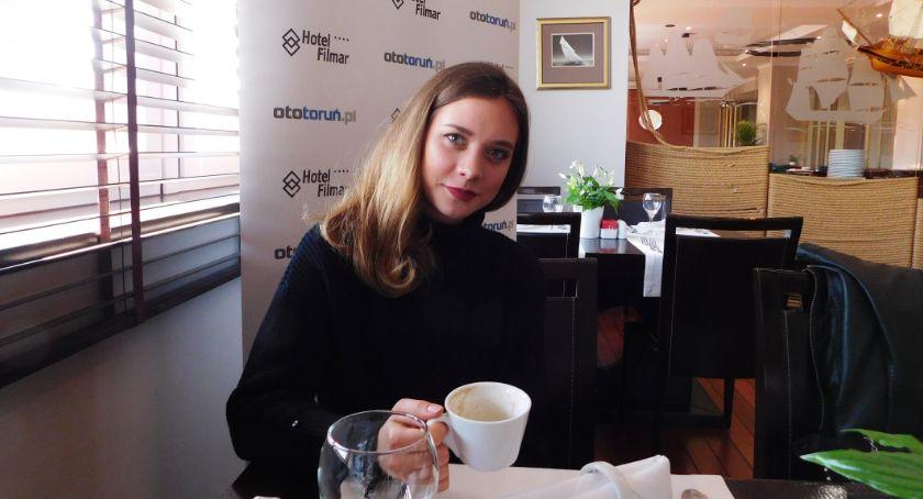 Znani torunianie, Weronika Wierzbowska pracy stewardessy cenię różnorodność - zdjęcie, fotografia