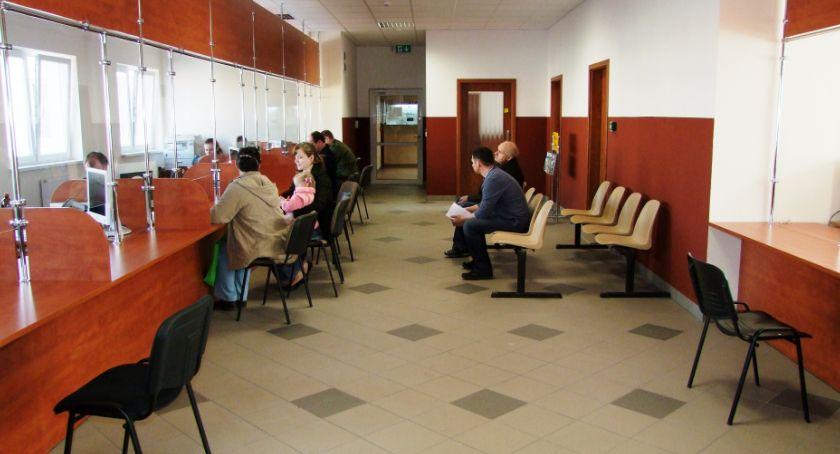 Inwestycje, Biletomaty ułatwią życie rejestracji pojazdu - zdjęcie, fotografia