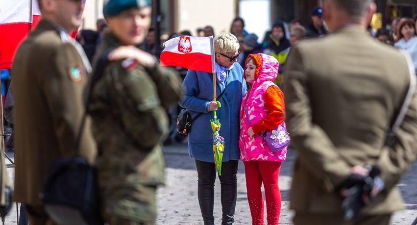 Miasto, Mnóstwo torunian uczciło święto Konstytucji [FOTO] - zdjęcie, fotografia