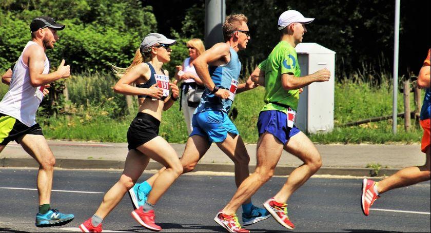 Inne dyscypliny, każdy bohater pelerynę Niektórzy wolą sportowe buty! - zdjęcie, fotografia