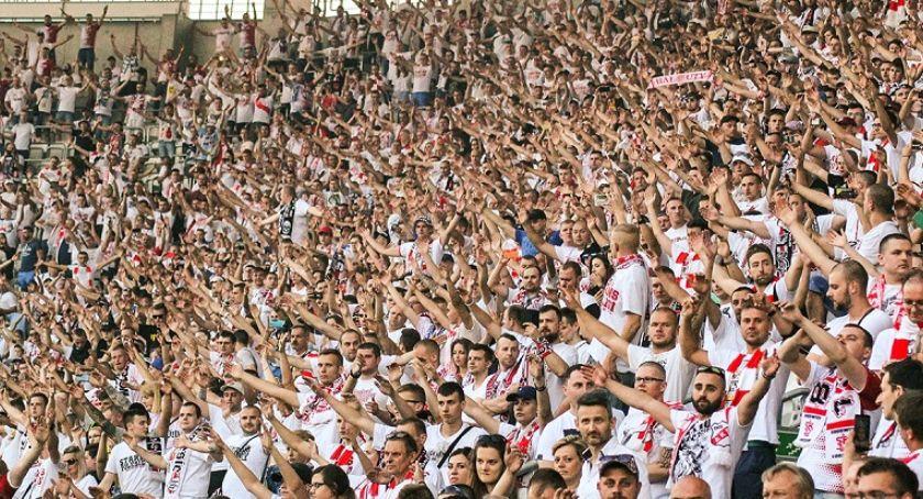 Piłka Nożna, Trudny wybór kibica Torunia arcyważne mecze samym terminie - zdjęcie, fotografia