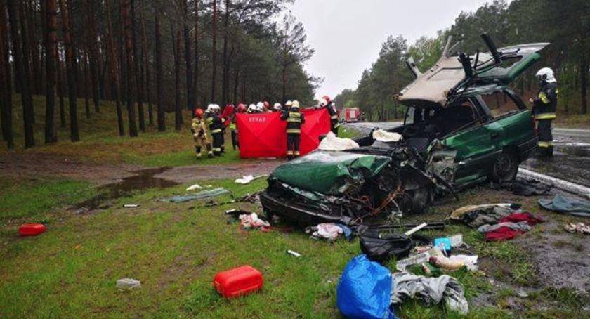 Wypadki, Śmiertelny wypadek drodze Toruń Bydgoszcz zmiażdżył osobówkę [FOTO] - zdjęcie, fotografia