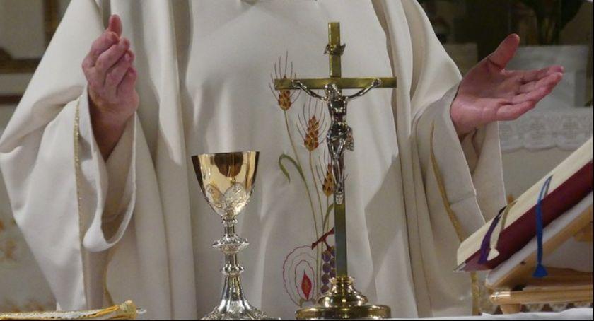 """Religia, """"Tylko nikomu"""" Biskup senior Andrzej Suski odpowiada zarzuty - zdjęcie, fotografia"""