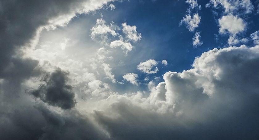 Pogoda, Poranek Toruniu pochmurny zobaczymy dziś słońce - zdjęcie, fotografia