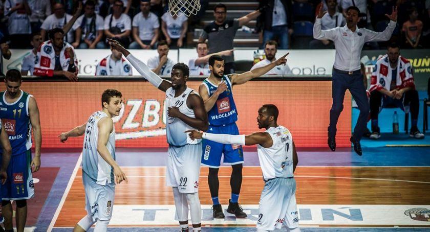 Koszykówka, Twarde Pierniki bezradne drugim meczu złoty medal - zdjęcie, fotografia