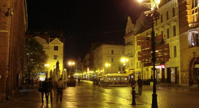 Sprawy kryminalne, Nocne pobicie samym centrum toruńskiej starówki! - zdjęcie, fotografia