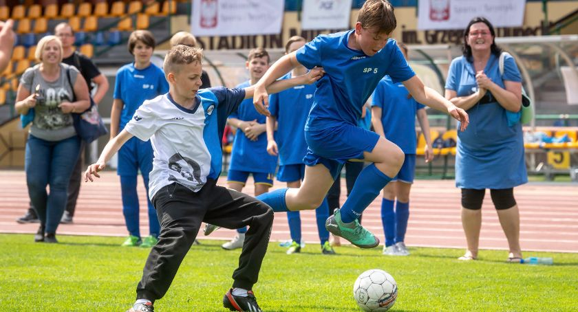 Piłka Nożna, Chełmży powalczą Puchar Dyrektora - zdjęcie, fotografia