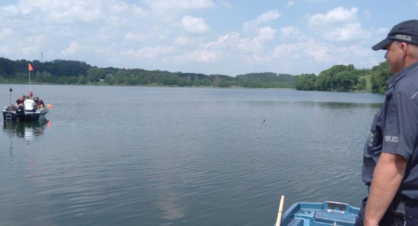 Sprawy kryminalne, Tragedia jeziorem Strażacy wyłowili zwłoki letniego mężczyzny - zdjęcie, fotografia