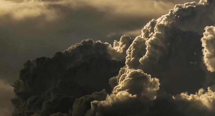 Pogoda, Przed gorący burzowy dzień Toruniu - zdjęcie, fotografia