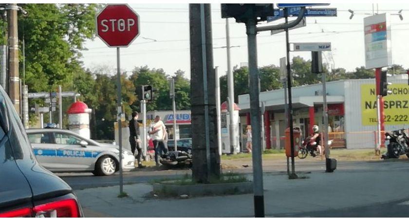 Wypadki, jezdni leżał motocykl stało Broniewskiego Toruniu [PILNE] - zdjęcie, fotografia