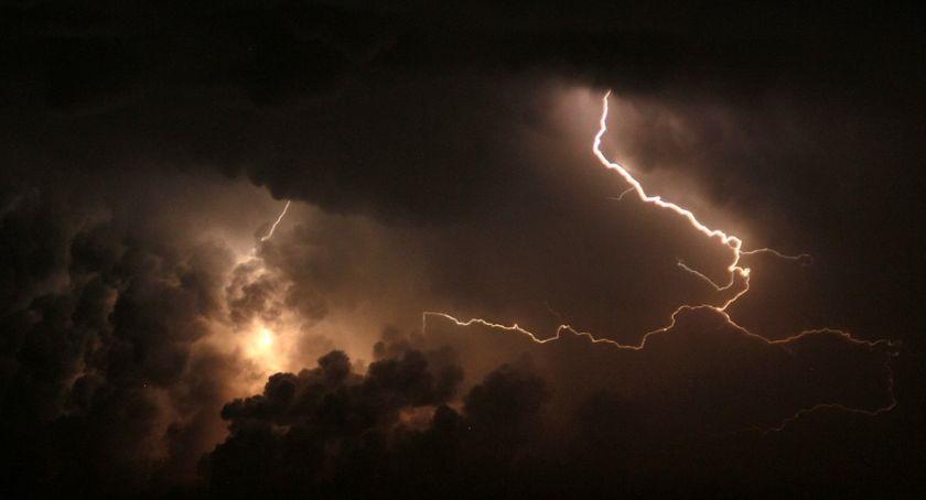 Pogoda, oknami tylko ulewa! zaktualizowało komunikat ostrzega mieszkańców Torunia - zdjęcie, fotografia