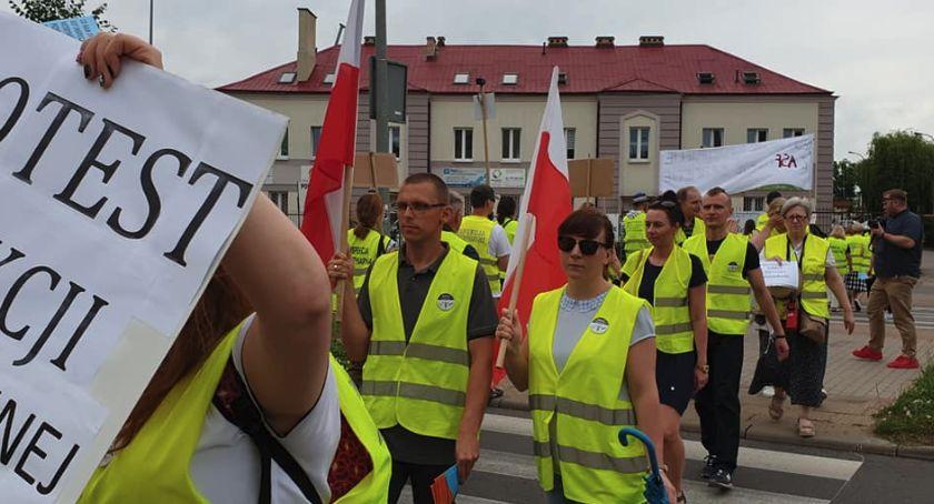 Korki i utrudnienia, Protest Toruniu Uwaga kierowcy zablokowana będzie ważna ulica! - zdjęcie, fotografia