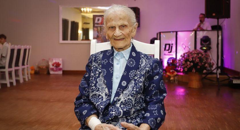 Ciekawostki, Medale Unitas Durat stuletnich mieszkanek regionu - zdjęcie, fotografia