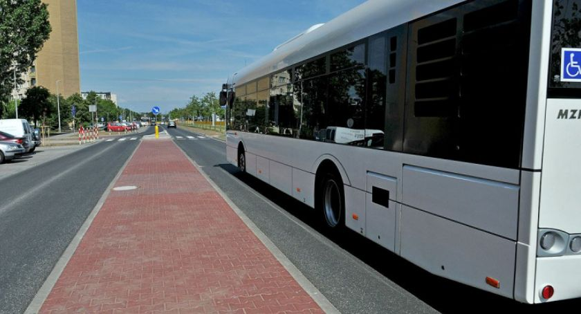 Komunikacja miejska, Miasto testuje innowacyjne rozwiązanie autobusach - zdjęcie, fotografia