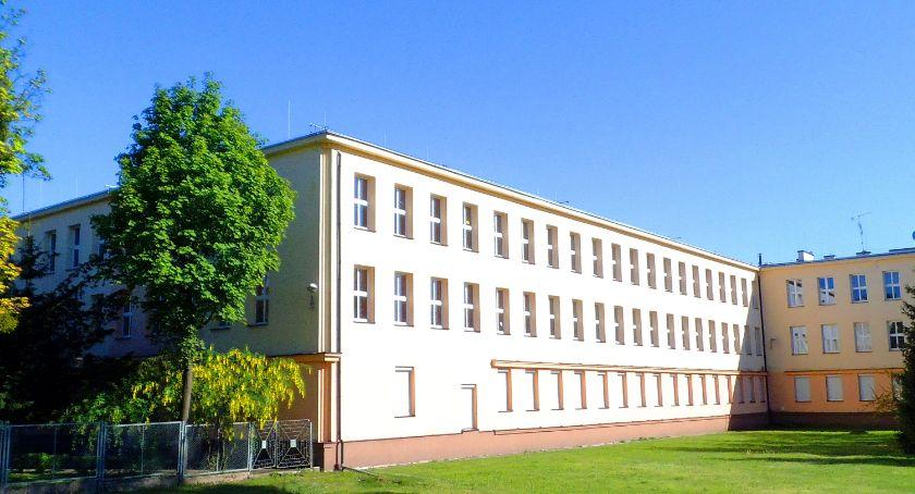 Szkoły i licea, Panika ogłoszeniu wyników naboru Kilkuset uczniów dostało toruńskich szkół! - zdjęcie, fotografia