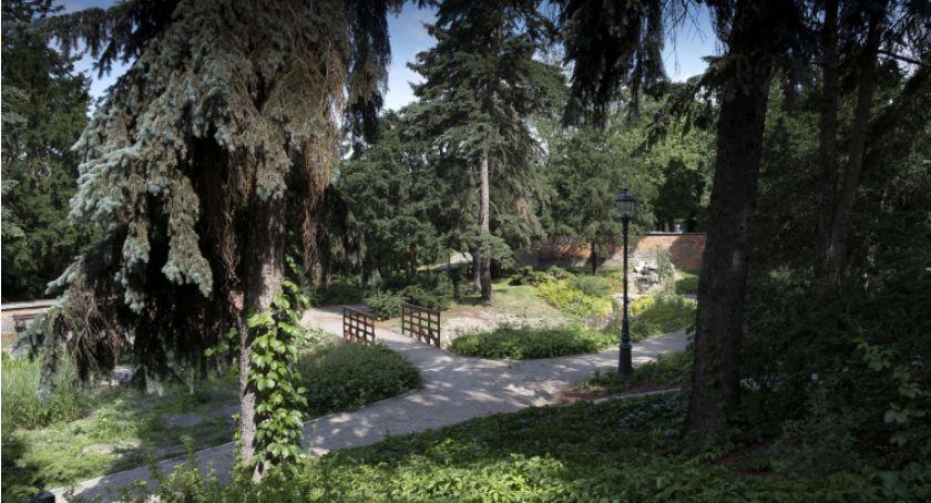 Inwestycje, Alpinarium idealne miejsce relaksu powstało toruńskiej starówce! - zdjęcie, fotografia