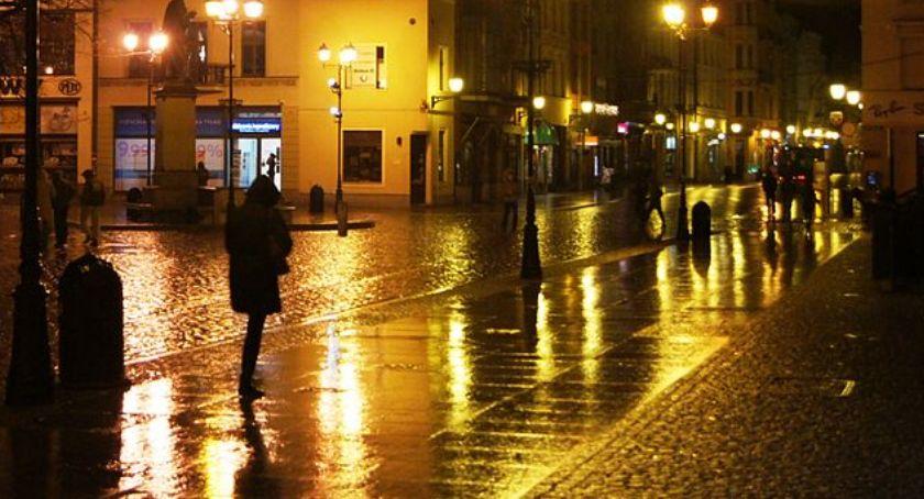 Sprawy kryminalne, Niebezpieczny weekend Toruniu Nocna awantura Rynku Staromiejskim! - zdjęcie, fotografia