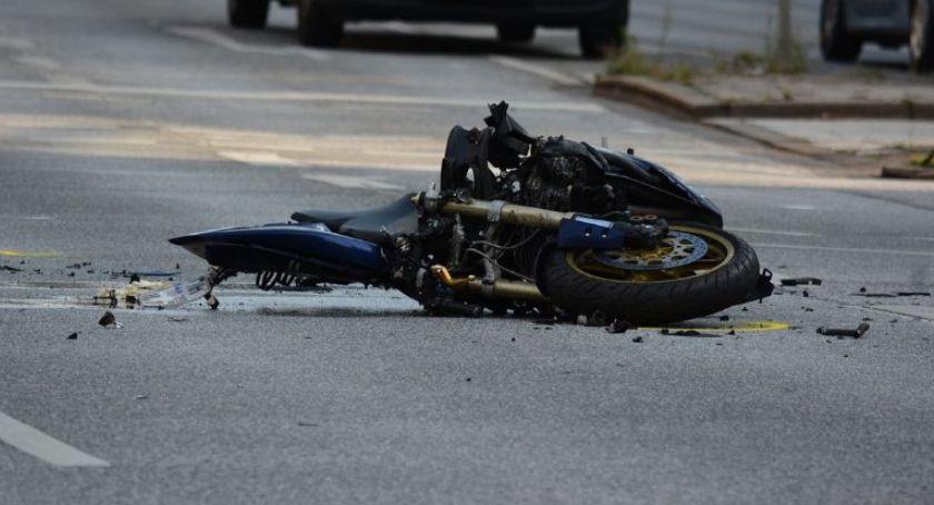 Wypadki, Niebezpieczny wypadek Toruniu Motocykl zderzył samochodem osobowym - zdjęcie, fotografia