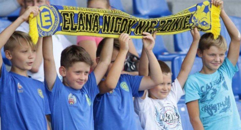Piłka Nożna, Koszulka Elany Toruń furorę Piszą nawet Francji! - zdjęcie, fotografia