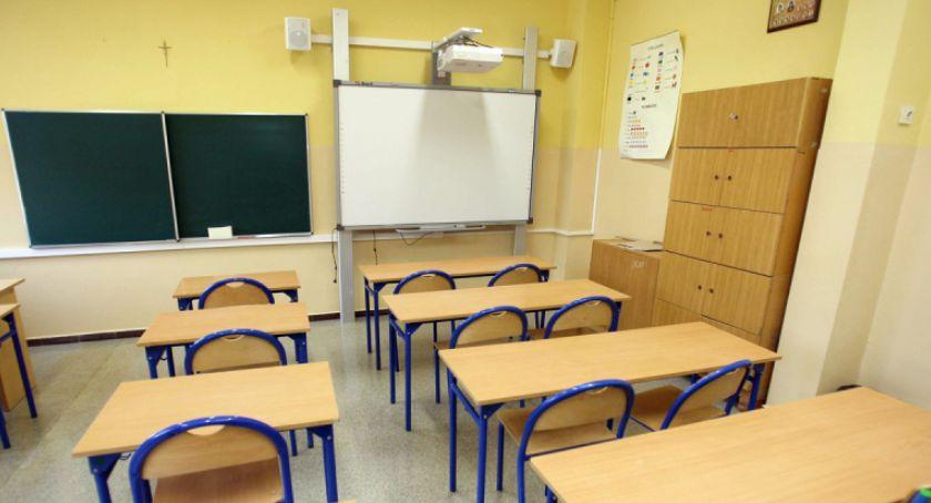 Szkoły i licea, Chaos oświacie Miasto znajdzie miejsca niezakwalifikowanych uczniów - zdjęcie, fotografia
