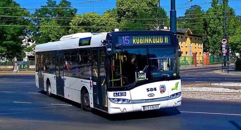 Komunikacja miejska, dzieje klimatyzacją autobusach podczas tropikalnych upałów - zdjęcie, fotografia