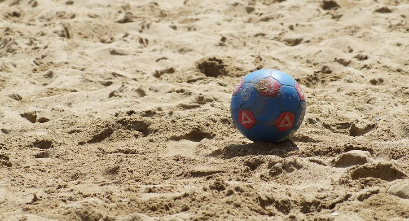 Inne dyscypliny, Przed turniej finałowy pierwszej beach soccera Toruń walczy awans - zdjęcie, fotografia