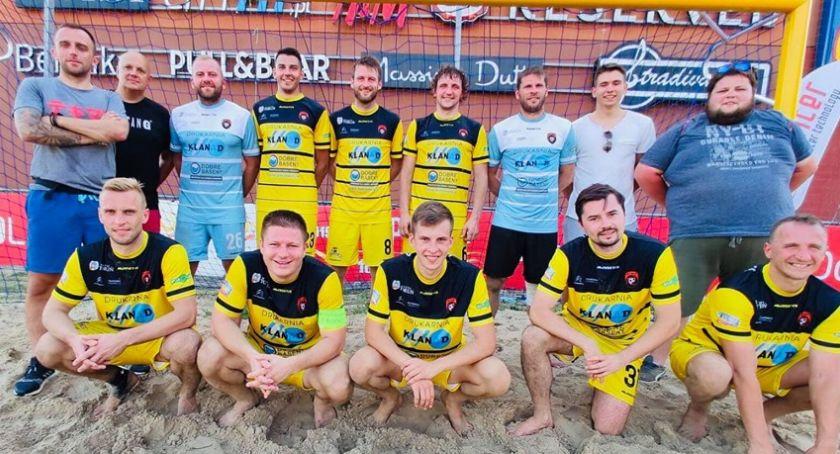 Inne dyscypliny, Toruń wywalczył awans Ekstraklasy Beach Soccera! - zdjęcie, fotografia