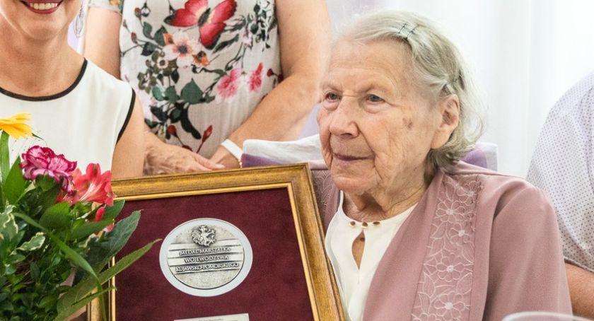 Komunikaty, Stuletnia Helena Szymborska Torunia otrzymała Medal Unitas Durat - zdjęcie, fotografia