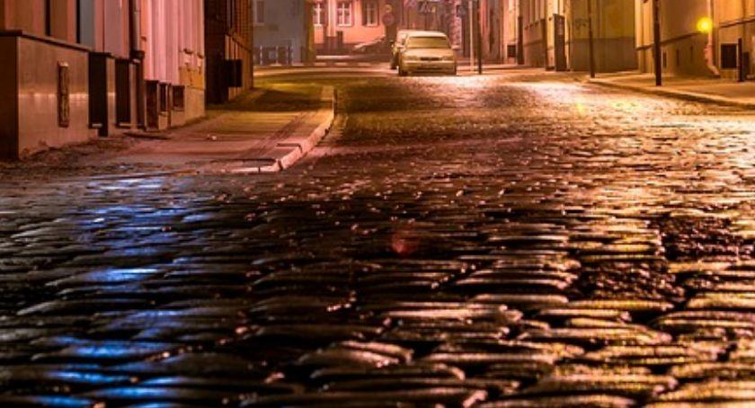 Sprawy kryminalne, Nocna dewastacja samym centrum Torunia - zdjęcie, fotografia
