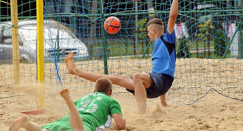 Inne dyscypliny, Faworyci zawiedli! wyniki szóstej kolejki Toruńskiej Beach Soccera - zdjęcie, fotografia