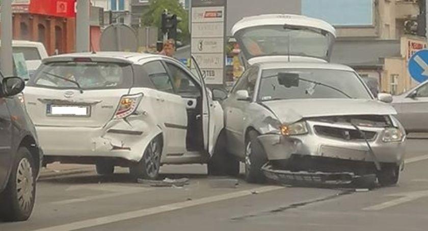Wypadki, Wypadek Toruniu Jedna osoba trafiła szpitala! [FOTO] - zdjęcie, fotografia