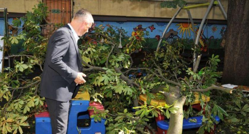 Komunikaty, Miasto reaguje wypadku placu zabaw przedszkolu Toruniu - zdjęcie, fotografia