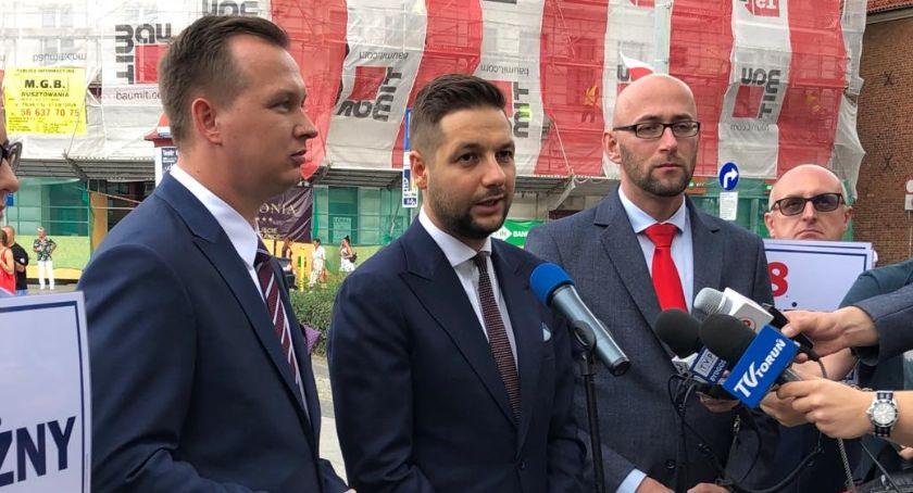 Partie Polityczne, Patryk Toruniu Podpowiadał mieszkańcom powinni oddać swój głos - zdjęcie, fotografia