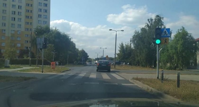 Wypadki, środek uspokojenia ruchu który podzielił kierowców pieszych [FOTO] - zdjęcie, fotografia