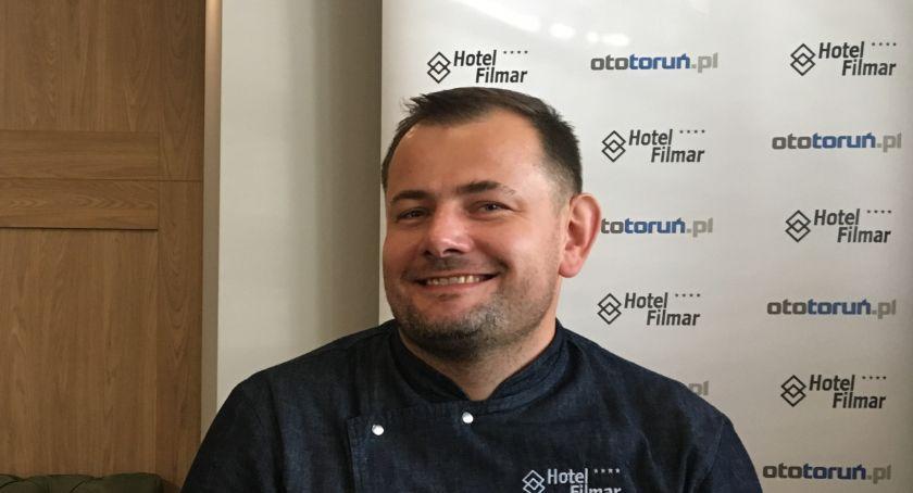 Znani torunianie, Łukasz Lofek Praca gastronomii duże poświęcenie - zdjęcie, fotografia