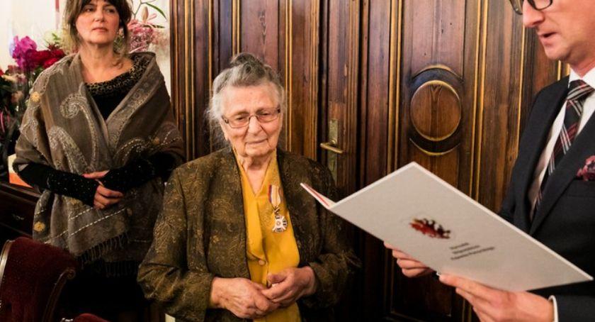 Kujawsko-Pomorskie, Stuletnia torunianka Wanda Łukasiewicz otrzymała medal Unitas Durat - zdjęcie, fotografia