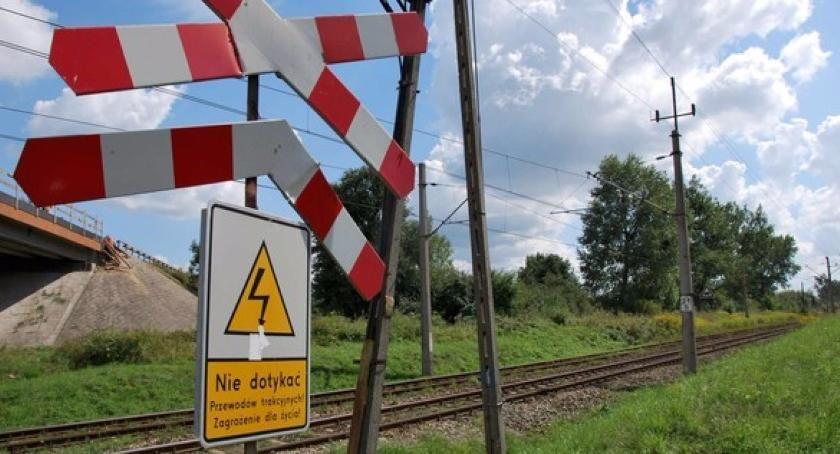 Wypadki, Wypadek udziałem pociągu Toruniem! - zdjęcie, fotografia