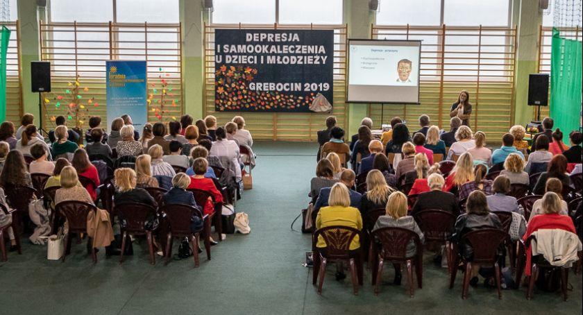 """Powiat toruński, konferencja """"Depresja samookaleczenia dzieci młodzieży"""" - zdjęcie, fotografia"""