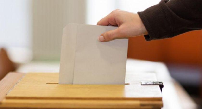 Posłowie i senatorowie, Wyniki wyborów okręgu toruńskim Kandydat znokautował konkurencję - zdjęcie, fotografia