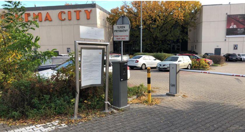 Drogi, Parking Cinema tylko klientów może powstać tymczasowy wszystkich - zdjęcie, fotografia