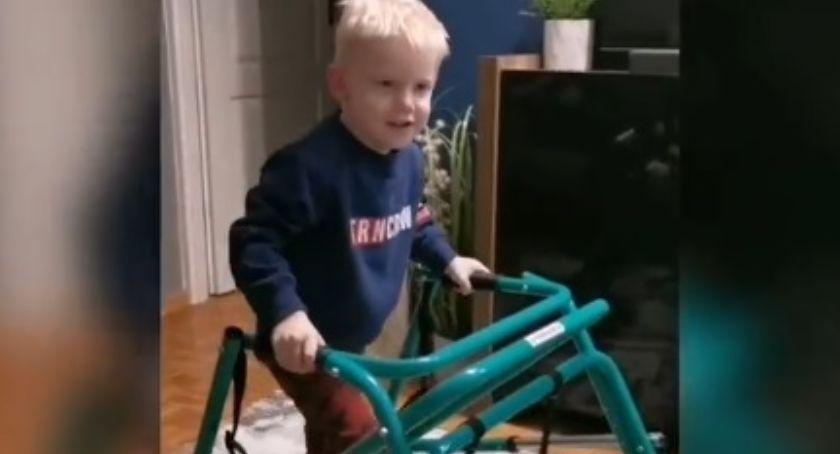 Zdrowie, Mały wojownik! nagranie latkiem który Toruniu spadł piętra [WIDEO] - zdjęcie, fotografia