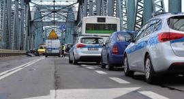 Karambol na moście. Sprawca wypadku był pijany! [FOTO]